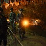 """Miracolo in Thailandia, ritrovati i ragazzini dispersi in una grotta da 9 giorni: """"sono tutti vivi ma adesso dobbiamo tirarli fuori"""" [FOTO]"""