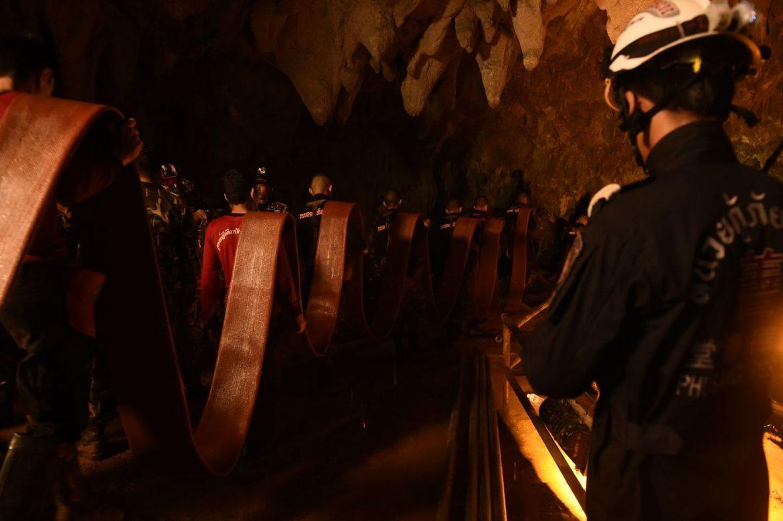 Thailandia, squadra di calcio intrappolata nelle grotte
