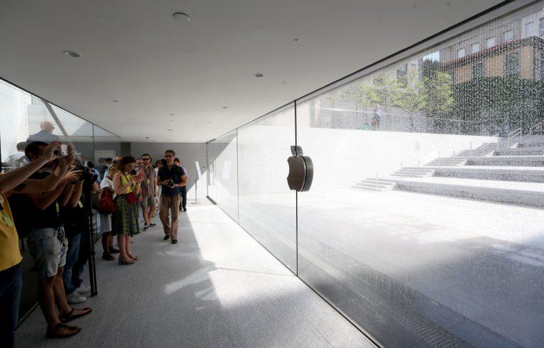 Foto LaPresse - Stefano Porta 24/07/2018 Milano ( Mi ) Cronaca Anteprima Stampa dell'Apple Store di Piazza Liberty