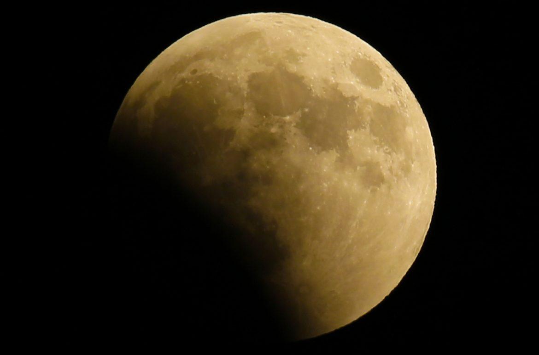 eclissi luna mondo