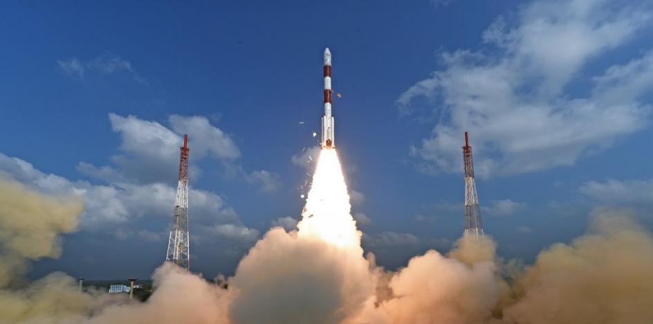 india volo con equipaggio spazio