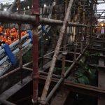 India: crollato ponte a Calcutta, si continua a scavare tra le macerie [GALLERY]
