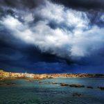 Maltempo, l'innesco dell'Uragano Mediterraneo nel Mar Tirreno fa esplodere violenti temporali in Sicilia: bombe d'acqua su tutta l'isola, tempesta a Siracusa [FOTO e VIDEO]