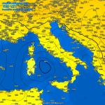 """Allerta Meteo, il ciclone sul Mar Tirreno dovrebbe diventare un """"Medicane"""" nelle prossime 24 ore: tutti i DETTAGLI e le MAPPE"""