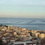 """Terremoto Reggio Calabria, """"onde sismiche"""" nel mar Tirreno? Le FOTO incredibili da Palmi: """"mai visto nulla di simile, pensavamo a uno tsunami"""" [GALLERY]"""