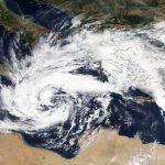 """Allerta Meteo, l'Uragano """"Zorbas"""" adesso si abbatte sulla Grecia: Paese paralizzato, rischio catastrofe [MAPPE]"""