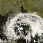 Allerta Meteo, il maltempo provocato dal caldo anomalo flagella l'Italia: la tempesta che risale il Tirreno può diventare un Uragano al largo di Roma [LIVE]
