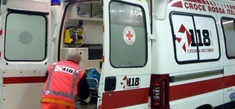Esercito Intervento dell'ambulanza in soccorso ad un cittadino