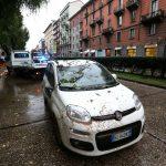 Maltempo Milano: alberi caduti, disagi e feriti [GALLERY]