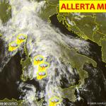 """Allerta Meteo, il maltempo si sposta al Centro/Sud: sul Tirreno un mostruoso """"MCS"""" si muove dalla Sardegna verso la Sicilia [LIVE]"""