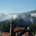 Caldo record in Liguria, incendio a OrcoFeglino: 3 canadair e 2 elicotteri in azione