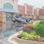 Maltempo USA, violenti temporali innescano tornado e alluvioni in diversi stati: 4 dispersi in Texas [GALLERY]