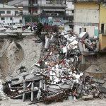Maltempo, situazione drammatica a Ponte Mas sulle Dolomiti: casa crollata nel fiume. La piena del Piave è un incubo per il Veneto [FOTO LIVE]