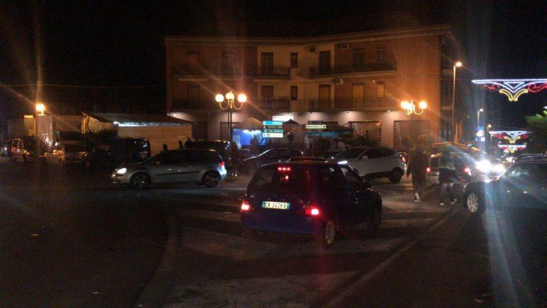 Cittadini scesi in strada a Biancavilla