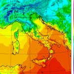 """Allerta Meteo, ecco come il Ciclone ha """"spaccato"""" l'Italia: gelo e neve al Nord, scirocco con +25°C al Sud [LIVE]"""