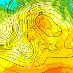 Allerta Meteo, gli ultimi aggiornamenti sul ciclone del weekend: temporali violentissimi al Sud