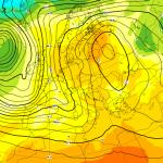 Allerta Meteo, maltempo senza sosta: piogge torrenziali per tutta la settimana al Nord Italia, allarme per fiumi e laghi [MAPPE]