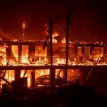 Incendi, inferno di fuoco in California: almeno 9 morti e 157mila evacuati, forti venti alimentano le fiamme