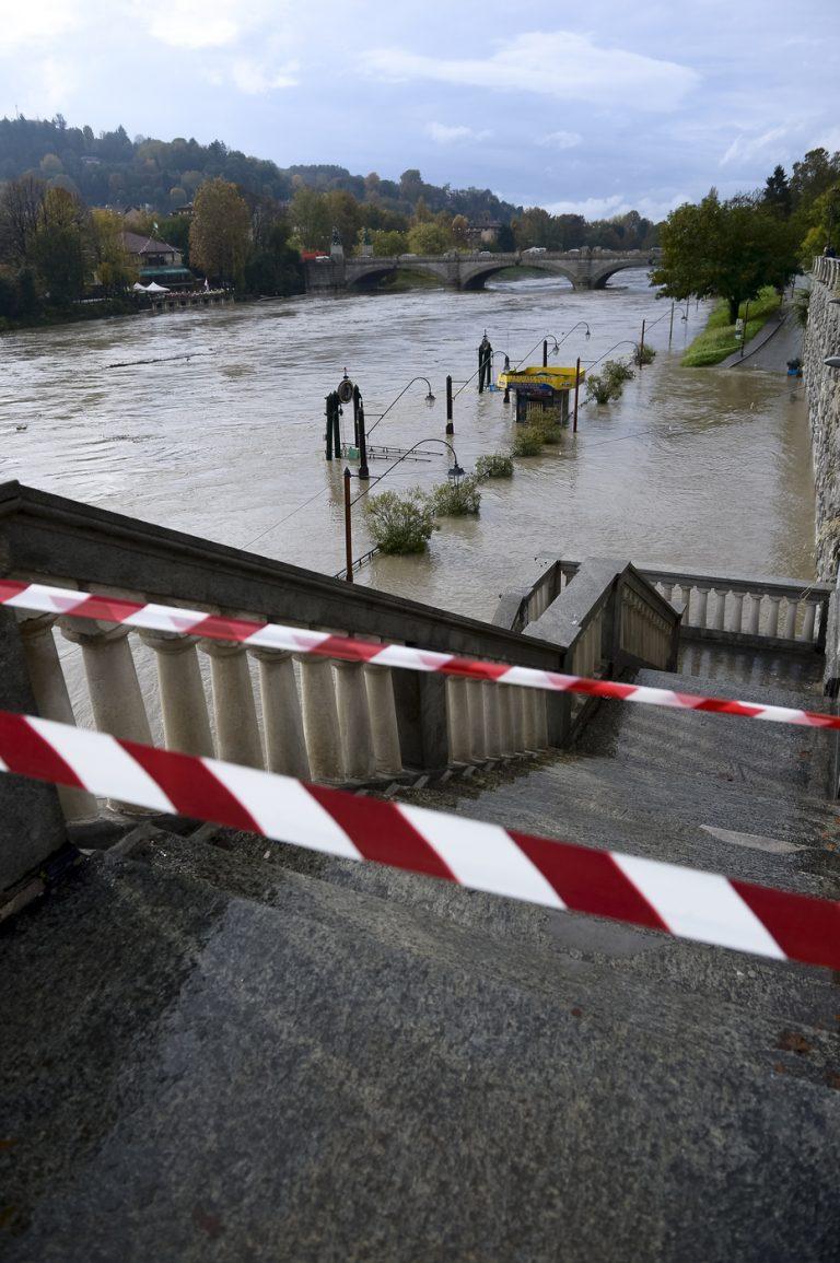Il fiume Po in piena a Torino - Foto LaPresse/Nicolò Campo
