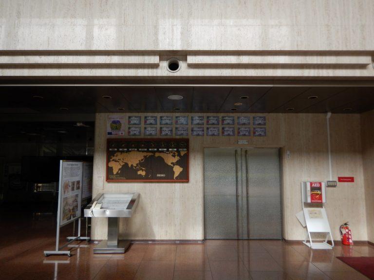 Targhe con i nomi delle 18 bobine montate nel tokamak a Naka (ingresso edificio JT-60SA)