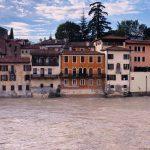 """Il Brenta spaventa Bassano del Grappa: Ponte degli Alpini """"sorvegliato speciale"""" [FOTO LIVE]"""