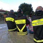 Maltempo, disastro in Calabria per un violento nubifragio sulla jonica: Simeri sott'acqua, gente in fuga sui tetti [FOTO]