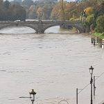 """Maltempo, piogge torrenziali e troppo caldo al Nord: Torino col fiato sospeso per la piena del fiume Po, """"scappate dai piani bassi"""". Tornado in Liguria, allarme per i laghi [FOTO LIVE]"""