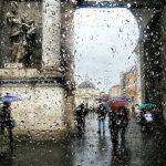Allerta Meteo, notte di forte maltempo in tutt'Italia: nubifragi e forte vento di scirocco al Centro/Sud, freddo e neve al Nord