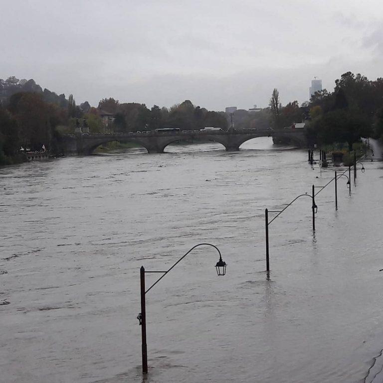 Il fiume Po in piena a Torino