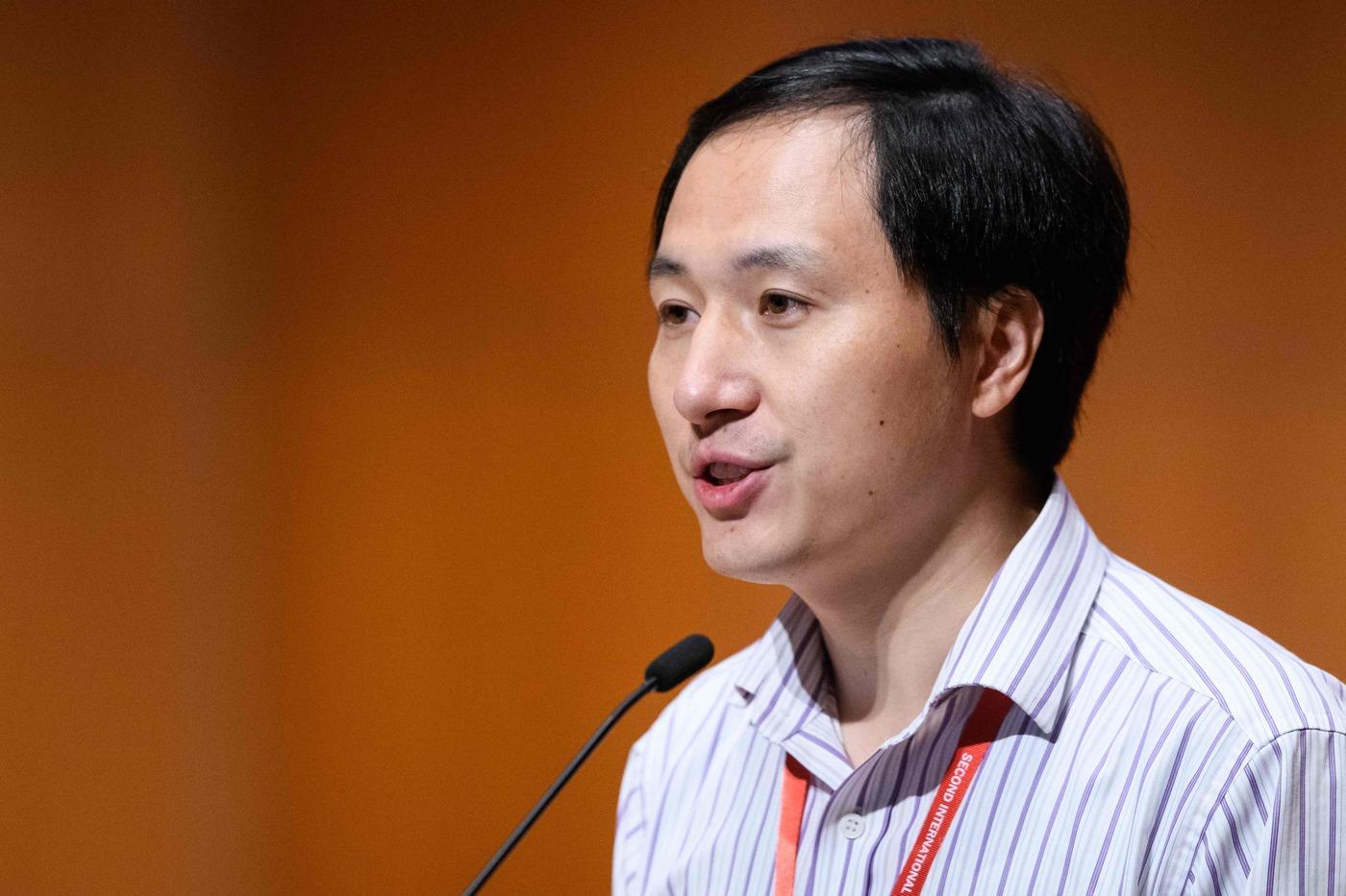 Condannato il genetista cinese che ha modificato il Dna umano