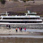Siccità in Germania, i fiumi scendono a livelli record: strage di pesci e molluschi mentre affiorano bombe della II Guerra Mondiale e banchi di sabbia [FOTO]
