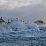 Su Regno Unito e Irlanda sta per abbattersi la tempesta Diana: porterà forti piogge, rischio alluvioni e venti di 150km/h [MAPPE]