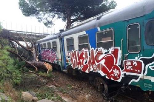 treno deragliato lecce