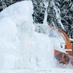 """Maltempo Europa, accumuli estremi sui tetti delle case: in Austria la neve """"si taglia a blocchi"""" [FOTO e VIDEO]"""