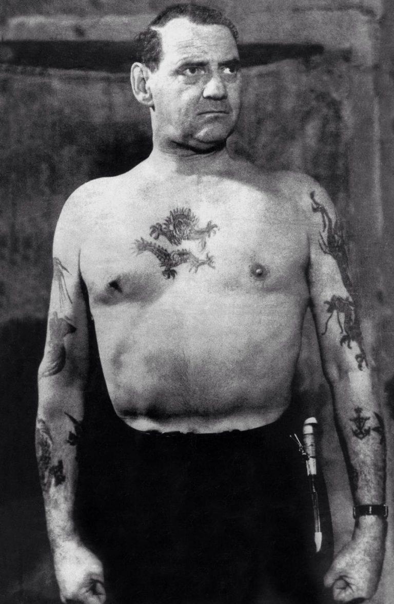 Federico IX, Re di Danimarca, sfoggiava braccia e petto tatuati (anche qui la foto è evidente) (Fonte immagine: sola.ai)