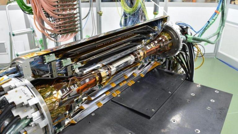 Il rivelatore di vertice (SVD) in fase di montaggio