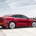 Tesla: la Model 3 arriva sul mercato e sbaraglia la concorrenza con un prezzo shock [GALLERY]