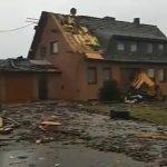 Germania, violento tornado colpisce la città di Roetgen: decine di case danneggiate e 5 feriti [FOTO e VIDEO]
