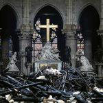 Parigi, incendio in Notre-Dame: salvo il gallo della guglia