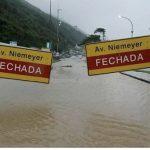 Violenti temporali in Brasile: piogge torrenziali a Rio, 10 morti per inondazioni e frane [GALLERY]