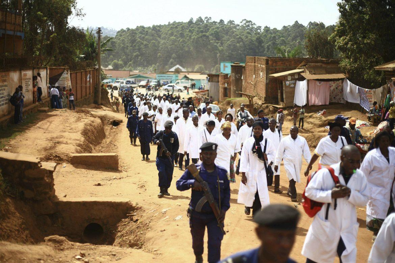 Epidemia ebola congo attachi operatori sanitari