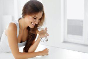 idratazione bere acqua sorriso