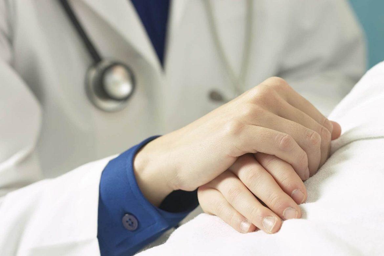 medico paziente dolore