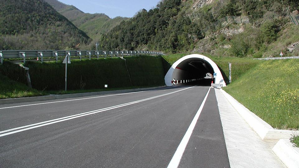 Liguria, strada statale 1 'Via Aurelia' Genova