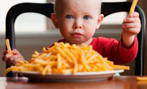 bambini_cibo_spazzatura
