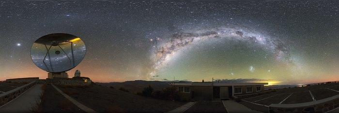 il telescopio ESO/svedese SEST (Swedish-ESO Submillimetre Telescope)