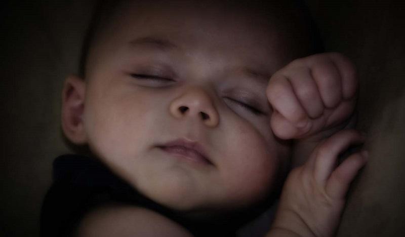 neonato dorme sonno