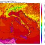 Allerta Meteo, inizia il weekend di maltempo: spiagge deserte sull'Adriatico, allarme per il Centro/Sud [MAPPE]
