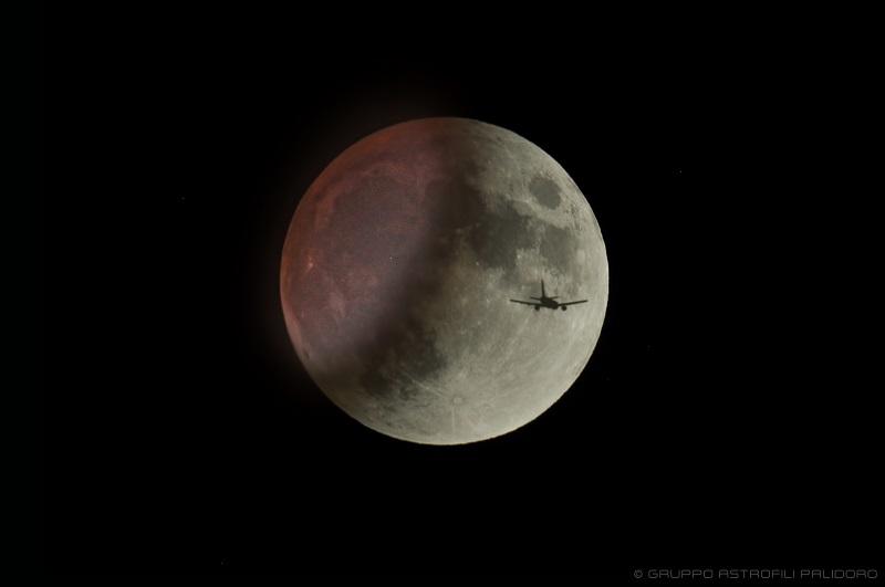 eclissi parziale luna aereo