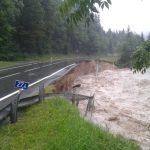 Meteo, continua il forte maltempo in Austria: alluvioni diffuse, comune isolato nel Salisburghese. Strade distrutte ed edifici allagati [FOTO e VIDEO]